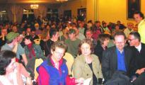 Ein seltenes Bild (nicht nur) bei Regensburger Wahlveranstaltungen – der kleine Saal im Kolpinghaus platzte gestern abend aus allen Nähten.Fotos: Stöckel