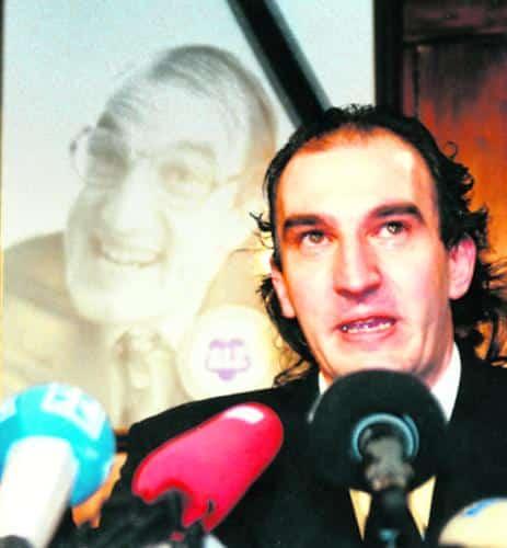 """Josef Alzheimer ist tot! Der legendäre Gründer der Liste Alz starb kurz nach seinem gloriosen Wahlerfolg 1996. Zwölf Jahre später verlässt nun auch sein politischer Ziehsohn, Karlheinz Mierswa, den Stadtrat: """"Sonst werd ich noch so wie die.""""Foto: Archiv"""