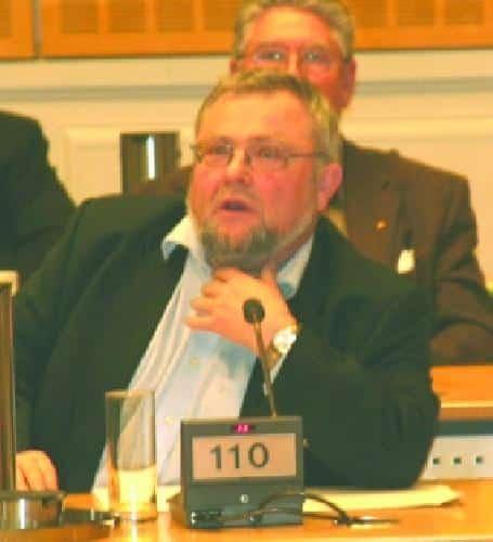 Eine Frage von Peter Welnhofer brachte es an den Tag: Die Stadt hätte kein Recht gehabt, ohne Zustimmung ihrer 100prozentigen Tochter Stadtbau in die Ermittlungsakten der Staatsanwaltschaft Einsicht zu nehmen. So wird Transparenz schwierig.