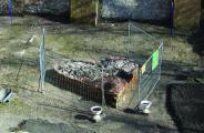 Sieht schön aus, ist aber illegal. Der kleine Garten im Stadtgraben am Peterstor. Jetzt muss sich der Guerilla-Gärtner am Mittwoch wegen Hausfriedensbruch verantworten. Foto: Lang