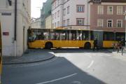 Elf Verletzte gab es, als ein Linienbus das Gebäudfe an der Kurve zum Bismarckplatz rammte.     Alle Fotos: Staudinger