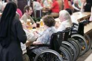 Warten auf Wolbergs. Seniorennachmittag im Hahn-Zelt. Foto: Mirwald