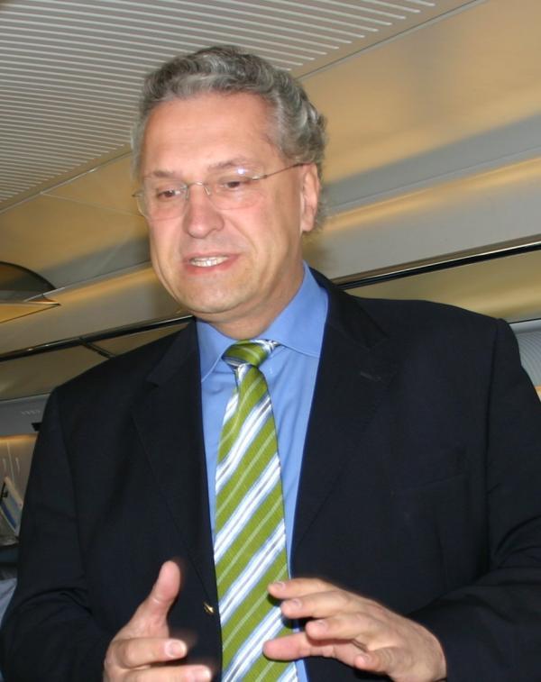 Die totale Abgeklärtheit: der bayerische Innenminister Joachim Herrmann. Foto: wikipedia