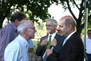 Diskussion in der Drehpause: Dr. Hans Jürgen Ahrns von den Donauanliegern und Hans Schaidinger. Im Hintergrund: RVV-Geschäftsführer Rainer Kuschel (re.) und Walter Cerull. Foto: Mirwald