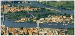 Eine einstige Ersatztrassenvariante: Der Neubau des Grieser Stegs als Busbrücke. Der Plan wurde zwischenzeitlich verworfen. Nun denkt man offenbar dennoch darüber nach, Busse über den Grieser Steg fahren zu lassen. Fotomontage: Stadt Regensburg