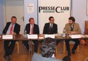 NPD-Verbot? Das Podium im Presseclub war skeptisch (v.li.: Gerrit Mannsen, Hans Georg Baumann, Tonio Walter, Armin Pfahl-Traughber). Foto: Aigner