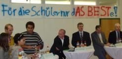 """Asbest in der Schule am Ziegelweg? Weber: """"Eine Belastung findet nicht statt."""" Fotos: Aigner"""