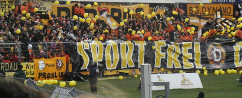 Dynamo-Fanblock am Samstag.
