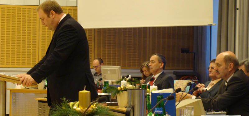 Oberbürgermeister Hans Schaidinger lauuscht der ersten Haushaltsrede von Ziehsohn Christian Schlegl. Foto: Aigner