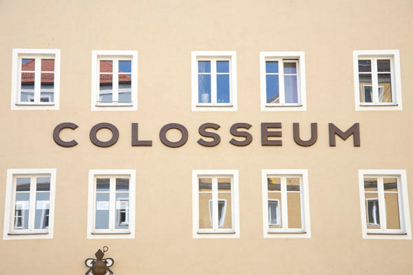 Das ehemalige KZ-Außenlager Colosseum beherbergt heute Miet- und Eigentumswohnungen. Foto: Archiv/ Mirwald
