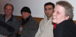 Fordern: Lager abschaffen! Gotthold Streitberger, Herr Abdulrahman, Herr Esmael und Marion Puble. Foto: Aigner