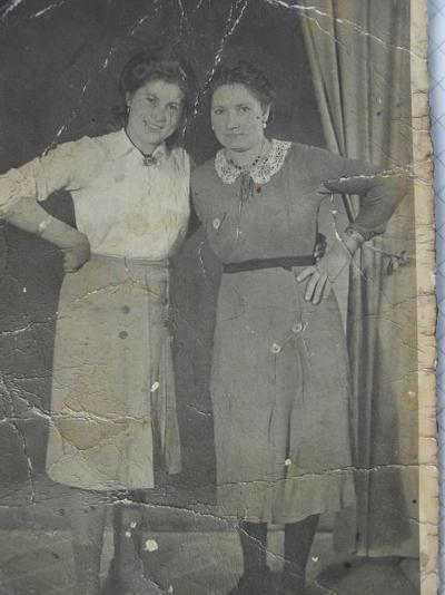 Marija als junges Mädchen (rechts) in Pirkensee.