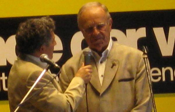 Moderator Siegfried Höhne im Gespräch mit Hans Schuierer.