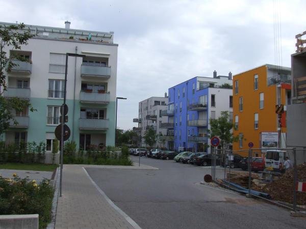 Schön bunt: Die Bebauung am Galgenberg.