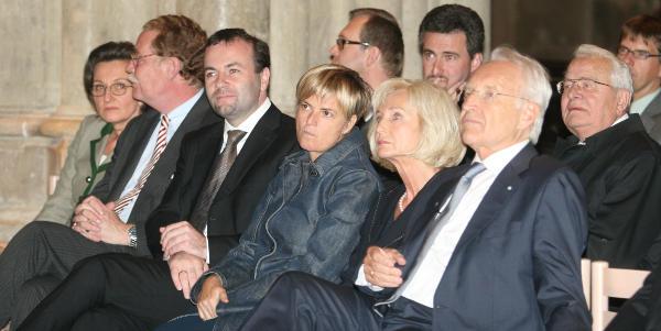 Gloria von Thurn und Taxis in erlauchtem Kreis beim Regensburger Domforum 2008. Foto: Archiv/ Staudinger