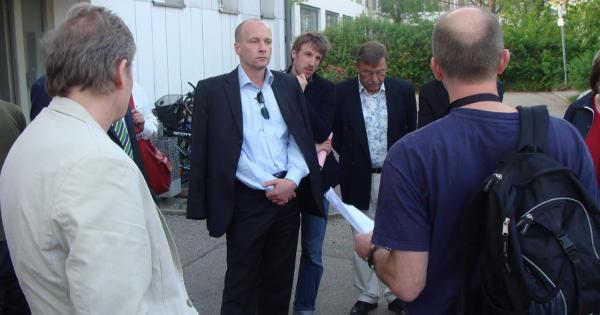 Diskussion an der GU: Bürgermeister Wolbergs, Marion Puhle vom RFF und Gotthold Streitbergser von der BI Asyl. Foto: Archiv