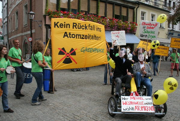 Wahlkampfaktion: Demonstrationszug von Greenpeace. Fotos: pm