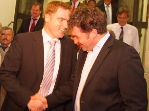 Auf gemeinsame Zeiten im Bundestag: Peter Aumer und Horst Meierhofer. Foto: Staudinger