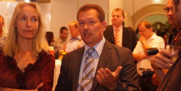 Mit dem Ergebnis für die Regensburger Linke zufrieden: Direkt-Kandidat Richard Spieß und Stadträtin Irmgard Freihoffer. Foto: Staudinger