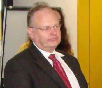 Kanzler Dr. Christian Blomeyer: Nach seiner Entscheidung in der Personalie Al-Khatib melden sich Kritiker in anderer Sache zu Wort. Foto: Archiv