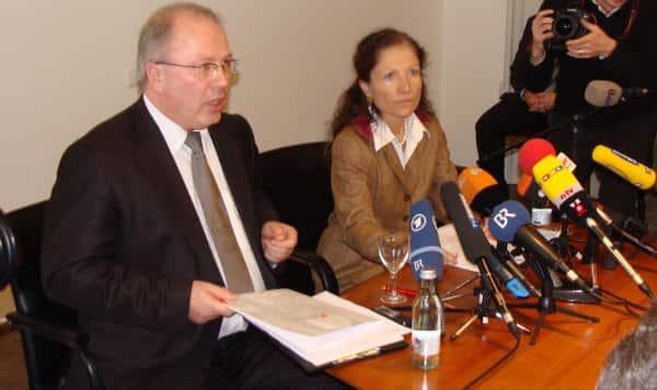 Flucht nach vorn: Bei der Pressekonferenz im Jahr 2010 präsentierten Diözesanssprecher Clemens Neck und Missbrauchsbeauftragte Birgit Böhm alte Fälle und Falschinformationen. Foto: Archiv