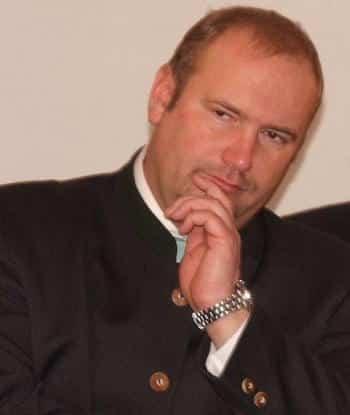 Christian Schlegl unterstellt Riepl persönliche Interessen.