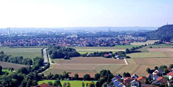 Ostenturm vs. Dom: Blick von der Burgruine Donaustauf. Montage aus der Untersuchung.