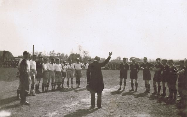 Der deutsche Meister 1932: DJK Nürnberg spielt in Schwandorf.