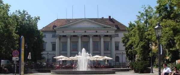 Repräsentativ, aber nicht für eine Musikschule geeignete, sagen Kritiker über das Palais am Bismarckplatz. Foto: Archiv
