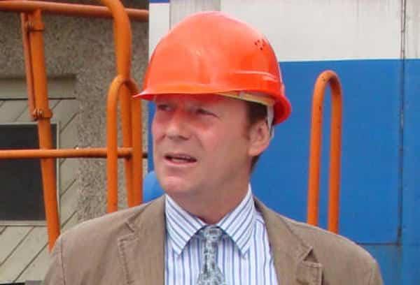 Wer braucht einen Helm, wenn er die MZ als Schutzpatron hat? Veranstalter und Stadtzeitungsherausgeber Peter Kittel. Foto: Archiv