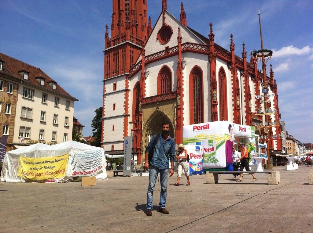 Zwischen Marienkirche und Persil-Pavillon: Das Protest-Camp Würzburg, wo Mohammad Kalali bereits mehr als 100 Tage gegen die deutsche Asylpolitik demonstriert hat. Fot: as