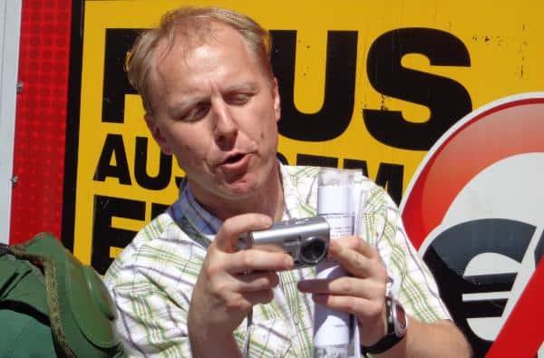 Holte 2009 das beste NPD-Ergebnis in der Oberofalz: Der Amberger Parteichef Heidrich Klenhardt (hier bei einem Aufmarsch in Regensburg). Foto: Archiv/ as