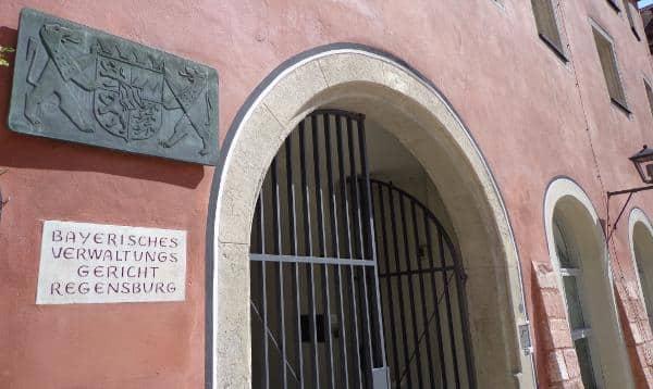 Einem nicht rechtskräftigen Urteil des Verwaltungsgerichtes Regensburg zum Trotz vergibt die Stadt Wohnbaugenehmigungen. Jetzt wurde sie verklagt. Foto: Archiv.