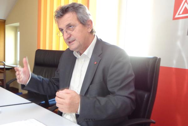 Was tun bei Werkverträgen? Die IG Metall braucht noch etwas Zeit, sagt Jürgen Wechsler. Foto: Archiv