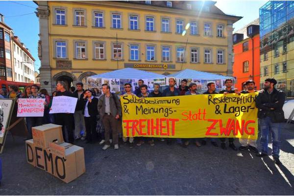 Mit dem Würzburger Flüchtlingscamp haben im März 2012 sehr entschlossene, mutige und selbst organisierte Proteste ihren Anfang genommen. Die Flüchtlinge kämpfen gegen Residenzpflicht, die Lagerpflicht, das Arbeitsverbot, die Essenspakete und Abschiebungen.