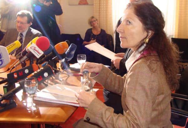 """Flucht nach vorn: Die """"Missbrauchsbeauftragte"""" Dr. Birgit Böhm bei der Pressekonferenz im März 2010. Foto: Archiv"""