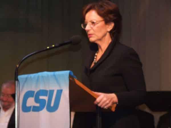 Prophezeit Christian Schlegl eine erfolgreiche politische Karriere: Europaministerin Emilia Müller. (Foto: hb)