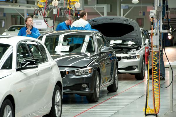 Endmontage im BMW-Werk Regensburg. Wo und in welchem Ausmaß spielen Werkverträge bei BMW eine Rolle? Foto: BMW Regensburg