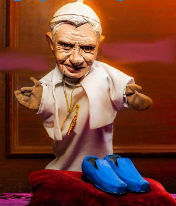 Papst Benedikt tritt zurück. Was wird aus seinen blauen Schuhen? Foto: Hubert Lankes