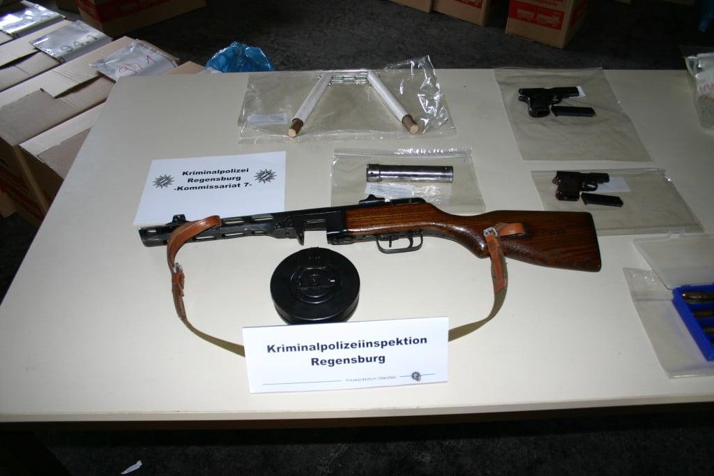 Bei der Razzia sichergestellt: Mehrere Kilogramm Marihuana. Foto: Polizei