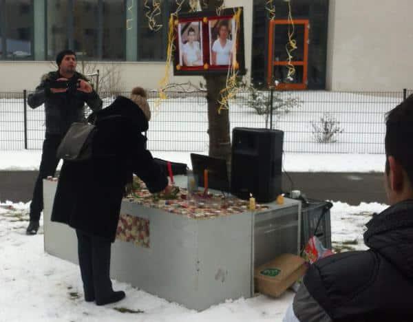 24. Februar: Trauerfeier für den 33jährigen Mihsen Jindi Sharu auf dem Gelände der Gemeinschaftsunterkunft in Regensburg.