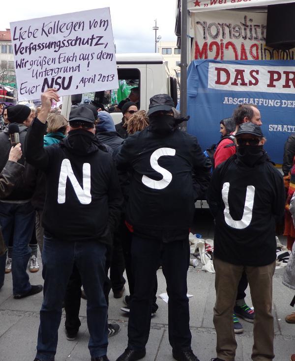 """Bei der Demo im Vorfeld des NSU-Prozesses wurde die Abschaffung des """"Verfassungsschutzes"""" gefordert. Und nicht nur dort. In den Untersuchungsausschüssen hört man solche Stimmen bislang nicht. Foto: Archiv/ as"""