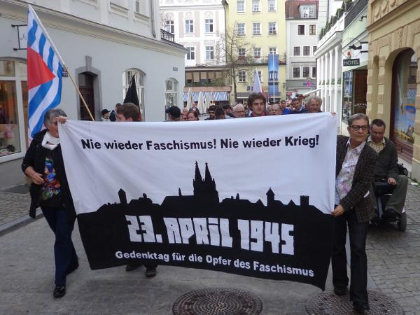 Etwa 150 Menschen gedachten am Dienstag der Opfer des Faschismus. Foto: as