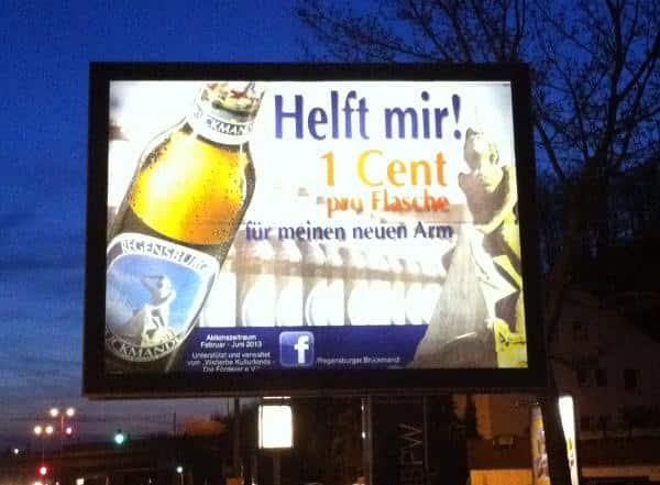 Da helefen keine Hilferufe: Das Bruckmandl ist mittlerweile zum Werbeträger der Brauerei Bischofshof degeneriert.