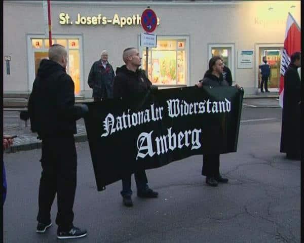 """Überregional aktiv: Der """"Nationale Widerstand Amberg"""" (hier bei einer Demonstration in Passau). Foto: Archiv"""