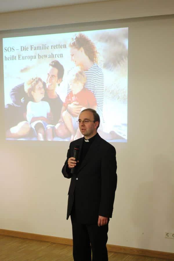 Würgte kritische Stimmen ab: Pfarrer Renner. Foto: Roth