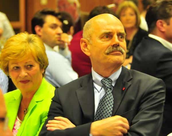Kam mit einer Stunde Verspätung. Oberbürgermeister Hans Schaidinger (mit seiner Frau edelgard). Foto: Staudinger