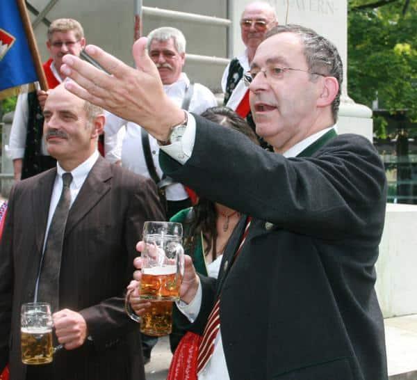 Bierkultur ja, Erinnerungskultur nein: Hans Schaidinger und sein Kulturreferent Klemens Unger. Foto: Archiv/ Staudinger