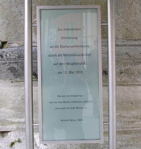 Die Gedenktafel am Neupfarrplatz inklusive Heine-Zitat. Foto: wr