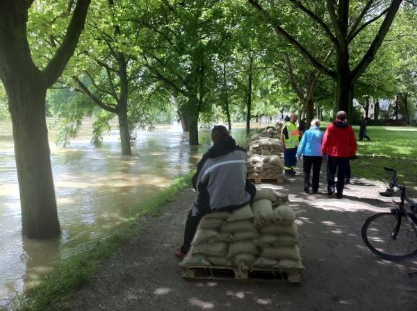 Der Damm am Gries: Derzeit besteht keine Gefahr mehr. Aber man ist vorbereitet.